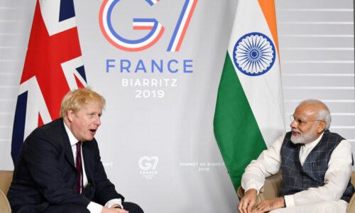 Britský premiér Johnson Cowid zrušil během krize návštěvu Indie