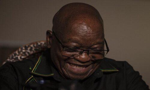 Zuma hodí ANC pod autobus, tvrdí, že těžili z obchodu se zbraněmi
